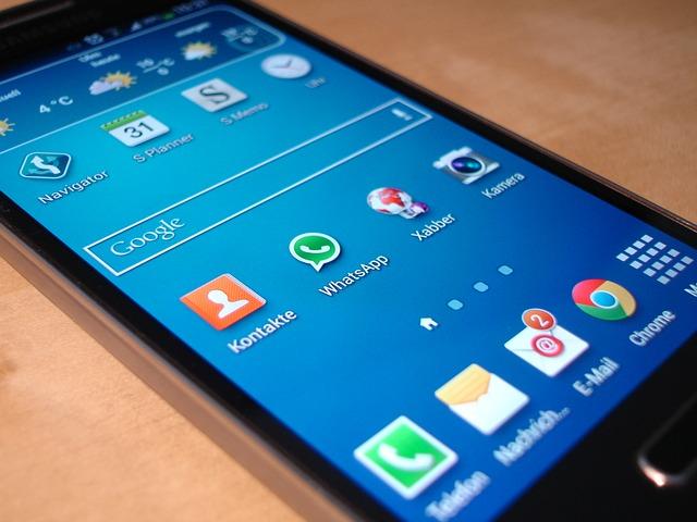 Galaxy S4 Vs iPhone 5S Phone