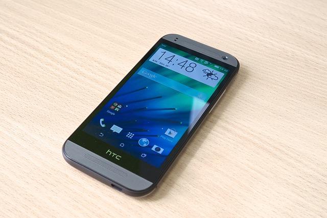 Galaxy S4 Vs HTC One Phone