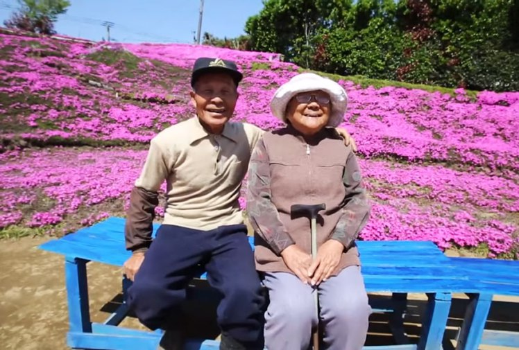 Man Plants a bed of Flower over span of 2 years for his bling wife