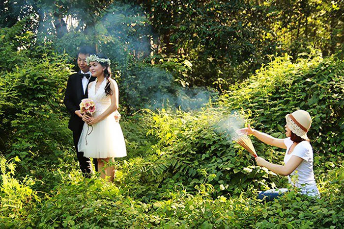 crazy wedding photography behind-the-scenes-photography 29