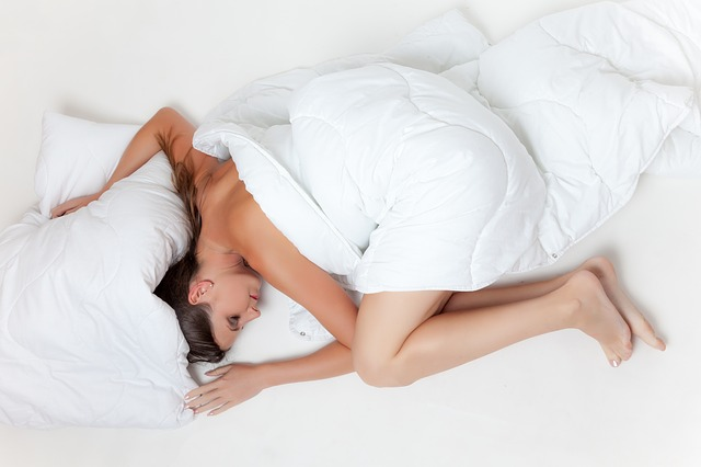 Sleep without clothes to Fight Insomnia and get good night sleep