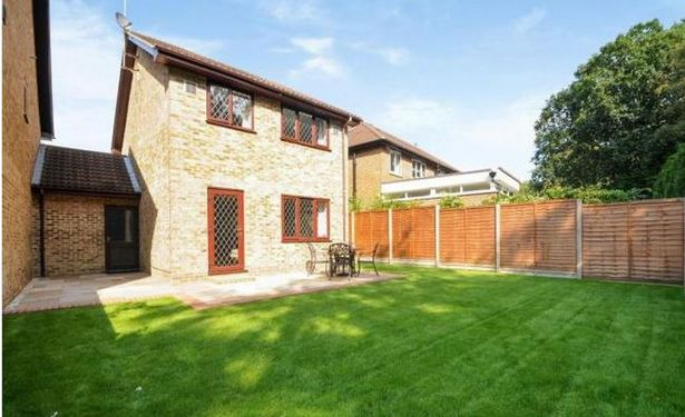 harry-potters-home-4-privet-drive-up-for-sale-3